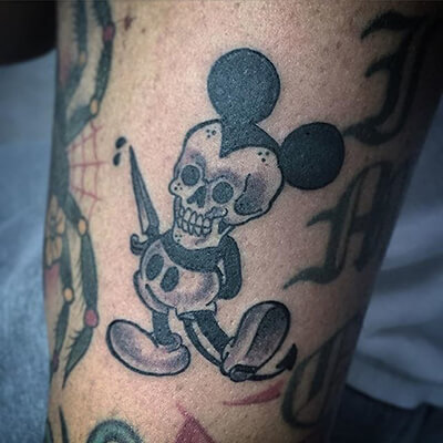 oh boy 11 stellar mickey mouse tattoos custom tattoo design. Black Bedroom Furniture Sets. Home Design Ideas